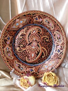 Painted Plates, Pointillism, Diy And Crafts, Decorative Plates, Dots, Painting, Dishes, Dot Painting, Mandalas