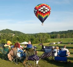 Watch colorful hot air balloons take over the Galena sky on June 20-22 for the Great Galena Balloon Race. Spectators of the #race can also enjoy two night glows, tethered rides, a car show, and live music, and more. #Galena #balloons