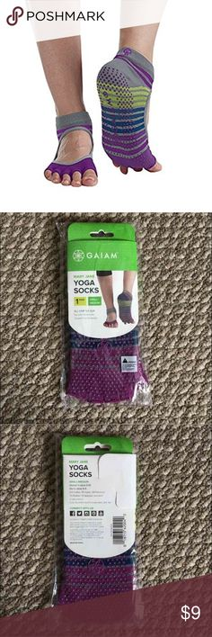 Gaiam Grippy Toeless Yoga Socks Gaiam's Mary Jane Toeless Yoga Socks feature a ballet-inspired design and are perfect for yoga, Pilates, Barre, dance. The toeless construction allows the toes to move and spread naturally while the silicone grips provide a non-slip surface anytime, anywhere as the arched heal band gently lifts and supports. Use with or without a mat to increase balance and stability. One size fits most (Women's shoe 5-10 / Men's shoe 4-9) 81% cotton, 11% Nylon, 5% polyester…