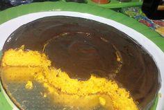Esse Bolo de cenoura com cobertura de chocolate... Massa: 3 cenouras médias 2 ovos 1 xícara (chá) de óleo 1/2 xícaras (chá) de açúcar 2 xícaras (chá) de