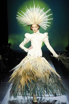 Jean-Paul Gaultier avant garde | ... more now. (Jean Paul Gaultier - Haute Couture - 2010 Spring-Summer