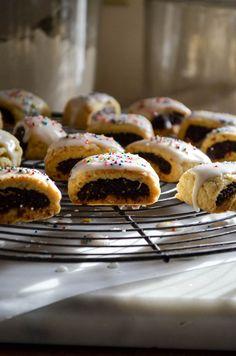 Pumpkin Slab Pie Recipe, Homemade Fig Newtons, Italian Rainbow Cookies, Fig Cookies, Italian Christmas Cookies, Italian Bakery, Cheese Danish, Thing 1, Cream Cheese Filling