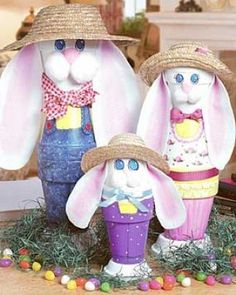 Have some fun making last minute Easter decorations with flower pots laying around the house!