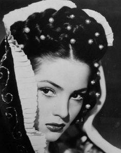 Кадры - Безумие любви Old Hollywood Stars, Hollywood Glamour, Classic Hollywood, Spanish Eyes, Spanish Woman, Divas, Timeless Beauty, Classic Beauty, Spanish Actress