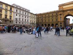 Le coeur de Florence bat a la Piazza della Repubblica Blog Voyage, Tuscany, Louvre, Street View, Landscape, Lifestyle, Building, Photos, Inspiration