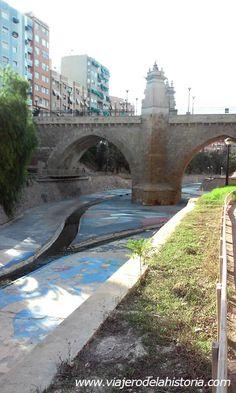 Paso del río Vinalopó por la ciudad de Elche, Alicante, Costa Blanca.