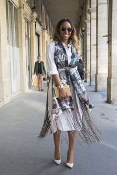 Pin for Later: We Have Burberry — and Olivia Palermo — to Thank For Our New Favorite Styling Trick  Shiona Turini gave the look her own twist — she gave a white shirt dress new dimension with a fringed and printed wrap belted at the waist.