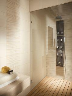 Ciepła drewniana podłoga pod prysznicem? Jak najbardziej - wystarczy odpowiednie drewno i odpowiednie jego zabezpieczenie. W końcu statki też budowano z drewna. #bathroom #design #interior #amazing #bath #water #sophisticated #beautiful #wood
