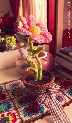 Go Crochet!: Flower Amigurumi free pattern. You'll end up with a Ravelry download. I need this for my officle. :D