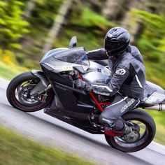 Ducati 848evo Photo by garrettnelson