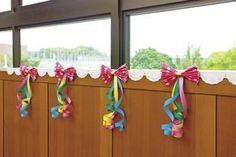 鮮やかピンクでキュートに「水玉リボンのどこでも飾り」|季節の製作|PriPricafe(プリプリカフェ)|保育が広がるWEBメディア