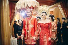 Pernikahan dengan warna-warna fall memang sedang trending, tetapi bagaimana hasilnya ya jika dikombinasikan dengan adat Sunda dan Minang? Yuk cek di sini!