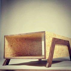 Cute little OSB coffee table Diy Furniture Projects, Plywood Furniture, Cool Furniture, Furniture Design, Furniture Stores, Furniture Making, Wood Projects, Diy Coffee Table Plans, Coffee Table Design