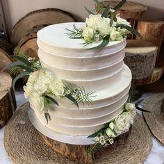 tarta buttercream rayada rosita mini blanca Cupcakes, Mini, Tableware, Fondant Cakes, Lolly Cake, Candy Stations, Cupcake Cakes, Dinnerware, Tablewares