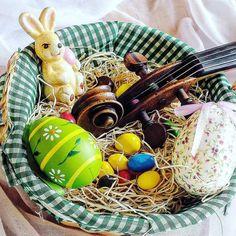 Pokaż muzyku co masz w koszyku     Basket full of music  ______________________ #easter   #easter2017  #easteregg   #violin   #violino #violinist   #geige   #skrzypce   #eastertime   #basket   #egg   #eastereggs   #easterweekend   #holidays   #easterfun   #koszyczek   #easterholidays   #springfun   #decor   #inspiration   #thinkpositive   #instagood   #instamood   #jj_musicmember   #lovely_squares_1   #bestmusicshots   #musicphotography   #classicfm