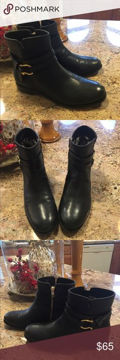 "👢👢SPERRY TOP-SIDER BLACK LEATHER BOOTIES👢👢 Beautiful 💯% leather upper booties.  Gold zipper & gold buckle as pictured. Approximately 1/2"" stacked heel. Leather is a matte black finish.  Booties have been treated with a leather conditioner.  In perfect condition.  Worn only 3 times.  🌸Reasonable offers accepted🌸 Sperry Top-Sider Shoes Ankle Boots & Booties"