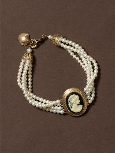 Love cameo jewelry. Cameo and pearls!