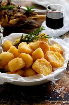 Truly Crunchy Roast #Potatoes - this has a really thick, crunchy crust! Par boil, rough up the surface, dust with semolina then bake in a very hot oven in preheated oil. Based on a Nigella recipe. | Visitidaho.org