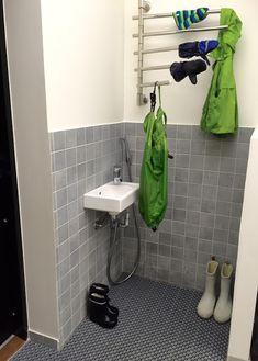 Orsimainen rättipatteri (sähkökäyttöinen) Toilet Paper, Laundry Room, Sink, House, Home Decor, Decor Ideas, Interiors, Classroom, Basement