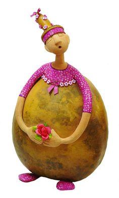 les ptites dernières Pottery Sculpture, Sculpture Art, Ceramica Artistica Ideas, Ceramic Sculpture Figurative, Food Art For Kids, Decorative Gourds, Painted Gourds, Paperclay, Gourd Art