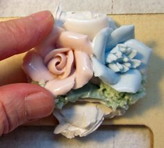 Learn the secrets of Pique Assiette Mosaic:  Best adhesives, Perfectly-mixed grout, and how to cut dishes.  http://www.melissasmotif.com/