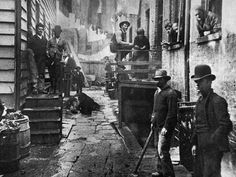 Bandit's Roost by Jacob Riis, from How the Other Half Lives. This image is Bandit's Roost at Mulberry Street, considered the most crime-ridden, dangerous part of New York City. Old Pictures, Old Photos, Vintage Photos, Rare Photos, Vintage New York, Little Italy, Lower East Side, New York Street, New York City