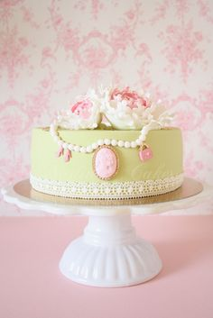 Vintage Pearl, Lace and Rose Single Tier Cake. I love the subtle gold accents on this cake! Gorgeous Cakes, Pretty Cakes, Cupcakes, Cupcake Cakes, Mini Cakes, Marie Antoinette, Cameo Cake, Single Tier Cake, Pearl Cake