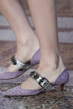 60 Spring Shoes Women That Will Make You Look Cool Shoes Women Pretty Shoes, Beautiful Shoes, Cute Shoes, Me Too Shoes, Ugly Shoes, Sock Shoes, Plastic Shoes, Shoe Wardrobe, Spring Shoes