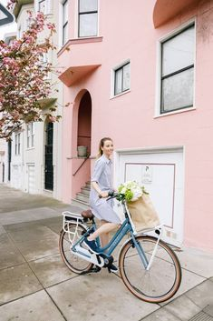 What Are The Best Dutch Bike Brands? 14 Best Dutch Brands - Amsterdam Hangout - Women's style: Patterns of sustainability Bicycle Women, Bicycle Girl, Wallpaper B, Amsterdam Bicycle, Dutch Bicycle, Amsterdam Photography, Upright Bike, Dutch Women, Bike Brands