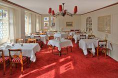 Zunfthaus zur Waag: Kantonale Spezialitäten wie ein Zürcher Geschnetzeltes mit Butterrösti oder in Butter gebratenen Eglifilets aus dem Zürichsee stehen ganz oben auf der Favoritenliste der Gäste.