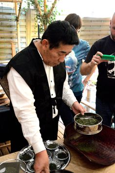 Mr. Takada grading tea by sifting. Making kabusecha from aracha is no joke :)