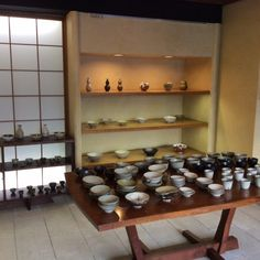 Japanese tableware is an interesting traditional craft because it exhibits different characteristics based on not just the area it's made in or its creator, but also due to the seasons or the piece's function. In this article we will focus not on famous kilns or wares that you can only use on special occasions, but instead we will introduce 4 recommended shops where you can buy lovely pieces of Japanese tableware for everyday use.