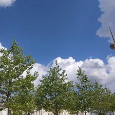 3 ou 4 étages ? #Niort #ciel #cielo #cielfie #sky #himmel #bleu #azul #blau #blue #bluesky #instablue #instasky #lcdj #lecieldujour #nofilter #France #skyporn #clouds #nuages #trees #arbres