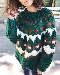 New crochet cardigan boho chunky knits ideas Crochet Cardigan, Knit Crochet, Crochet Hat For Women, Ravelry Crochet, Vogue Knitting, Knit Fashion, Vintage Sweaters, Knitting Designs, Knitwear