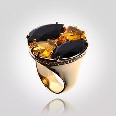 Anel com fogo.   Prata 925 com banho de ouro, zircônias, Citrinos e Obsidianas Negras naturais. (Produto 1768)