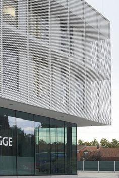 Project Politiekantoor Brugge - Bekleding gerekt metaal