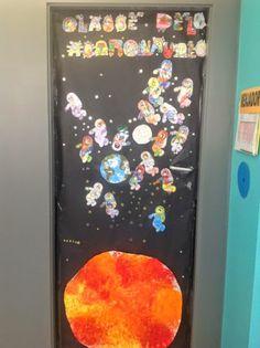 Els nostres moments a l'aula d'infantil: La puerta de la clase de los Astronautas