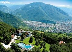 Direkt neben dem Hotel Schönblick Belvedere befindet sich das Schwimmbad von Jenesien, dieses ist für Hotelgäste von Juni bis Ende August Kostenlos zugänglich