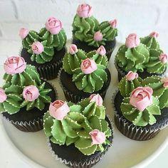 Apaixonada por esses cupcakes de cactos que vimos no IG @hojevaiterfesta .   Por  @_leslie_vigil_ #cupcakedecorado #cupcakedecacto #ideiascriativas #docesdecorados  .#piradaemfesta