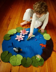 Playmat - Wet Felted Lily Pond Play mat- imaginative play number song 5 frogs or 5 ducks!Floor play scene - easy and portable! (make another scene on the reverse - city, farm, jungle, etc)Felt pond by Fiona DuthieLily Pond Play Mat - or use a similar Diy For Kids, Crafts For Kids, Felt Play Mat, Play Mats, Craft Projects, Sewing Projects, Homemade Toys, Baby Kind, Felt Toys