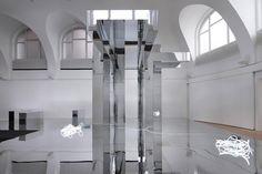 Olaf Nicolai      Faites le travail qu'accomplit le soleil, 2010  Ausstellungsansicht  Kestnergesellschaft, Hannover