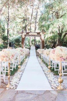 allee ceremonie mariage rose blush, mariage simple et epuree aux couleurs pastels