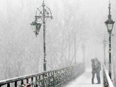 boy-city-couple-first-snow-girl-Favim.com-110531_large.jpg (500×375)