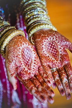 LOVE this gorgeous wedding henna and the gold bangles! So colorful and pretty.