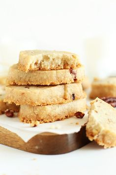 Easy Banana Pecan Shortbread, totally butter-free! Made with coconut oil and entirely #vegan