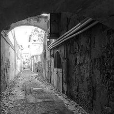 Sono le cose imperfette quelle che brillano di più. . . . . . #igerspisa #discoverpisa #visitpisa #bnw_toscana #bnw_pisa #igfriends_toscana #toscana_super_pics #Toscanizzation #thehub_toscana #yallerstoscana #insolitaitalia #ig_today #ig_masters #whereveryougo #travelerinitaly #seemycity #getoutandexplore #huntgram #seetoshare #IAmNotATraveler #MyBestCityShots #cbviews #PrettyLittleTrips #Rsa_streetview_ #jj_streetphotography #thatauthenticfeeling #inspiremyinstagram #Places_Wow…