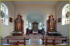 Photo des 2 autels latéraux, à gauche dédié à la Vierge Marie, à droite à Saint Joseph, dans la nef face au choeur de l'église Saint-Jean de Bernwiller. Photos de l'église Saint Jean de Bernwiller, visiter le Sundgau, tourisme en Alsace.