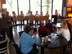 Onder muzikale begeleiding hadden de bewoners een verzorgde middag met muziek, spel en dans #NLdoet #Zonnebloem