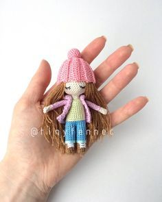A mini doll.use greens for st pats and red/pink for valentines Free Crochet Bag, Knit Crochet, Knitted Dolls, Crochet Dolls, Cat Crafts, Arts And Crafts, Doll Patterns, Crochet Tablecloth, Amigurumi