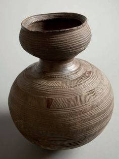 Africa | Water jug or Palm wine vessel from the Nupe peoples of Nigeria. Pottery Vase, Ceramic Pottery, Ceramic Art, African Pottery, Folk, Arte Popular, Contemporary Ceramics, African Art, Art Decor